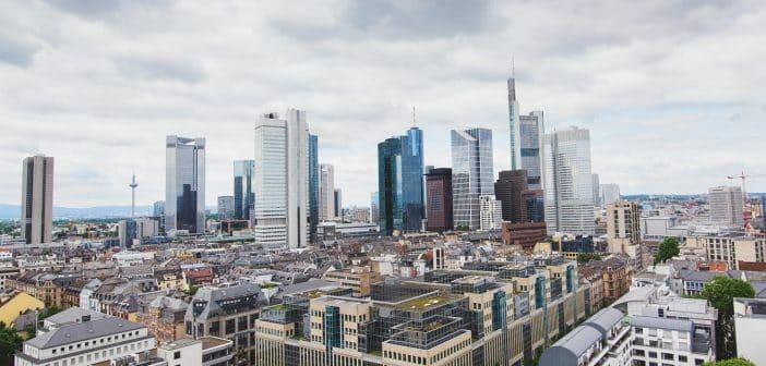 Pourquoi investir dans l'immobilier avec votre entreprise en Bretagne ?